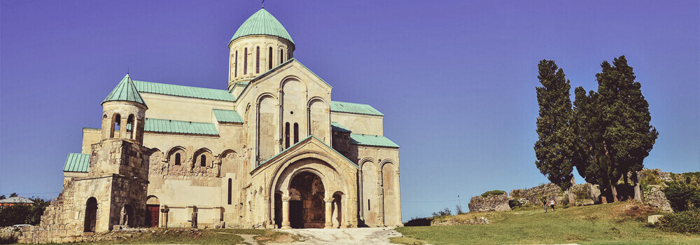 /images/TourTrip/tours/georgia/grand-tour-wine/itinerary/bagrati-cathedral-kutaisi-georgia.jpg